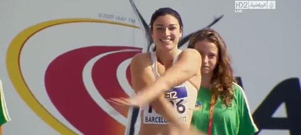 Юниорский чемпионат мира 2012 по легкой атлетике в Барселоне, бег с барьерами. Австралийка Мишель Дженнеке разминается перед стартом